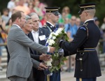Kent Swig laying the wreath at the Tomb of the Unknown Soldier