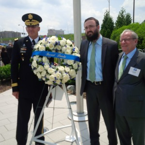 Wreath laying ceremony at the 911 Memorial at the Pentagon: from left to right: Lt. General Michael S. Linnington, US Army; Rabbi Mendy Carlibach, Rabbi at Rutgers University; Izzy Tapoohi, President of  Israel Bonds.